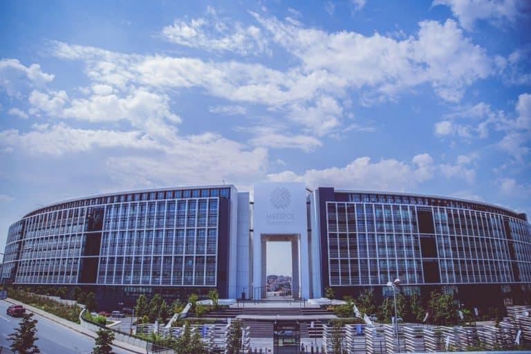 مبنى جامعةميدي بول